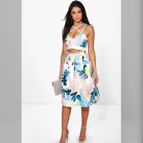 4d51f6b223 Boohoo Floral Crop Top and Midi Skirt Co-ord Set. M_5b175944a31c33c29ead0dd6